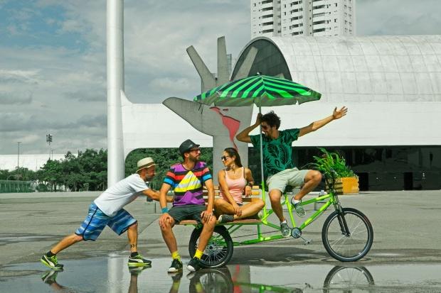 Bijari cria instalações em que praças articuláveis entre si são montadas a partir de bicicletas