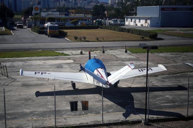 Dá vontade de fotografar todos os modelos de aviões.