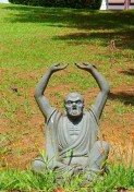 estatua jardim templo zu lai mix aventuras