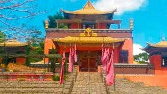 fachada-templo-Odsal Ling-cotia-mix-aventuras