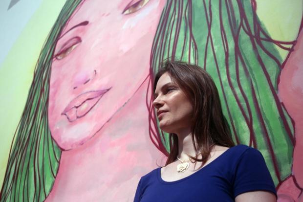A musa grafiteira Grazi e sua arte delicada e viva.