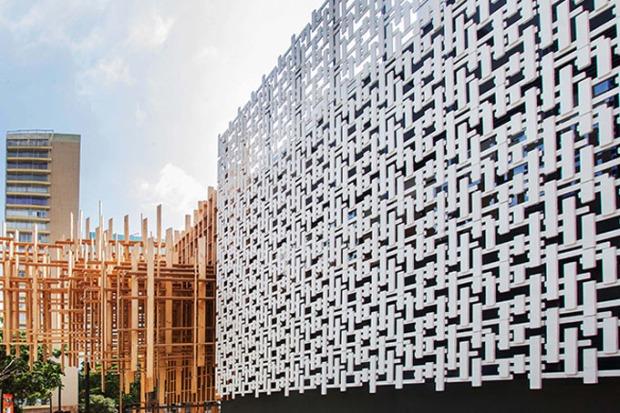 A união de épocas e materiais na fachada da Japan House.