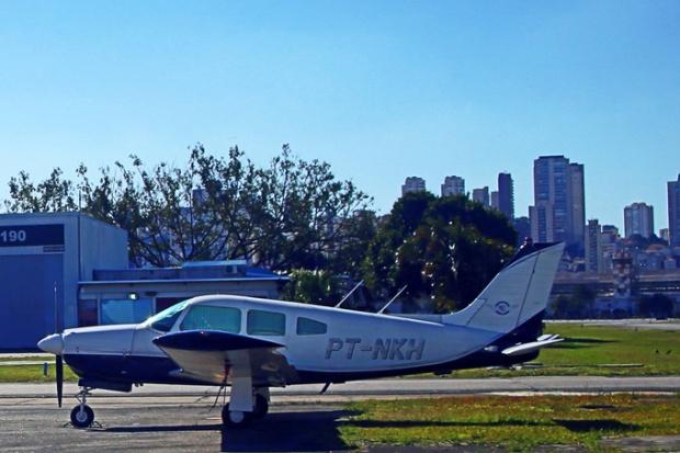 Este é um avião mais moderno, usado para voos de táxi aéreo.