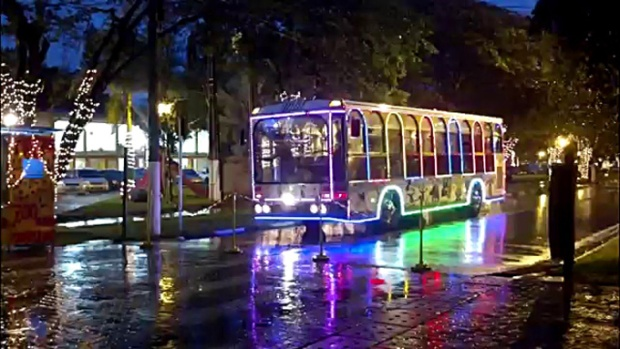 O ônibus jardineira de Holambra.