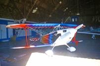 Modelo anos 1950. Usado em acrobacias aéreas.