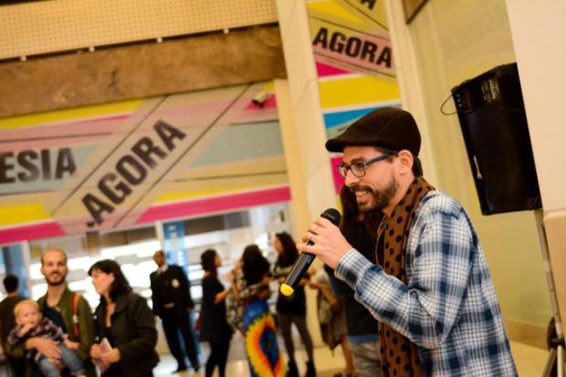 Poesia Agora - Gringo Carioca - Foto Luiza Chataignier
