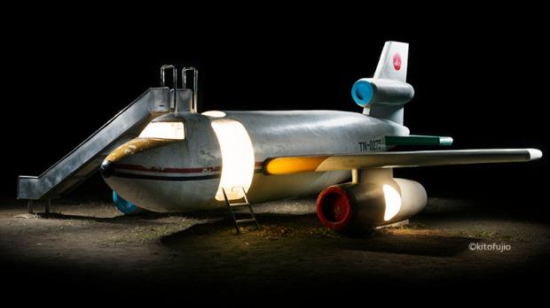 Fico em dúvida se a ideia é divertida ou se me lembra aqueles filmes de desastres aéreos dos anos 1970.