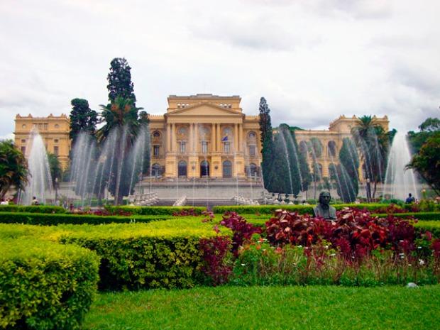 O Museu Paulista está em reforma, mas você pode visitar os jardins imperiais.