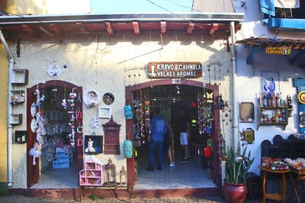 Lojas de velas aromáticas e decorações.