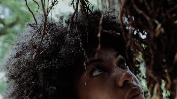 Cena do filme Casca de Baobá.