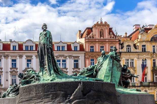 Estátua de Jan Hus, na Cidade Velha de Praga.