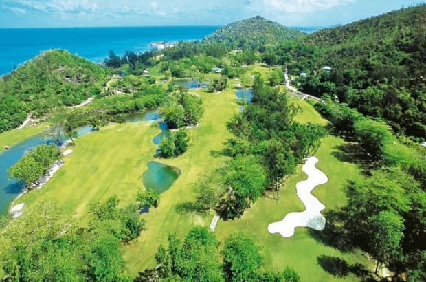 Imagem aérea do campo de golfe.