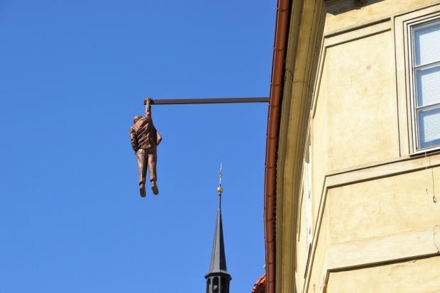 Hanging Out, Cidade Velha de Praga.