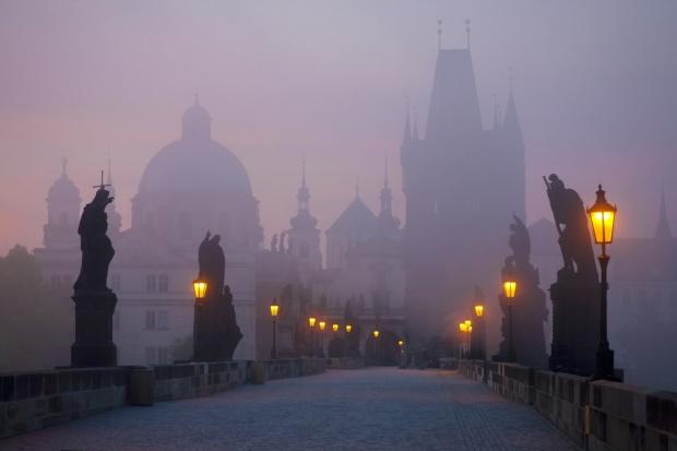 Ponte de Praga ao amanhecer.