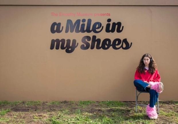 Andar uma milha em meus sapatos.