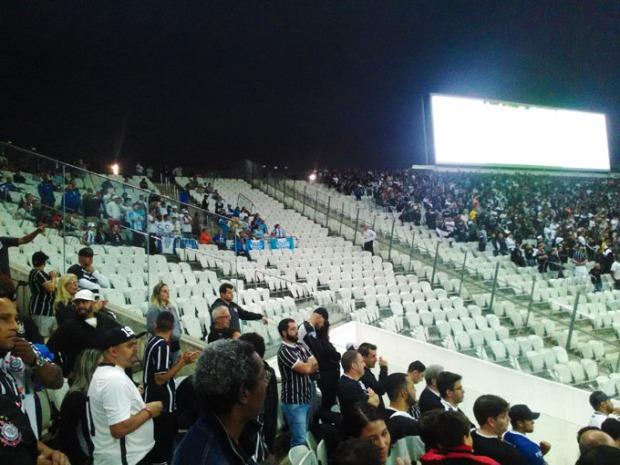 Azul e branco - A torcida do Avaí foi bem representada.