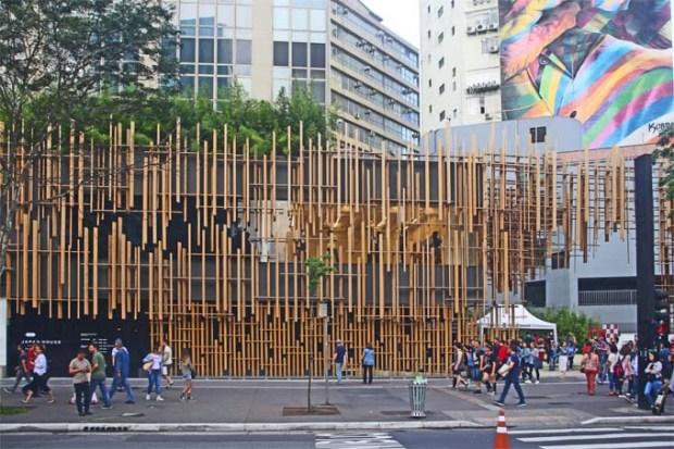 A entrada da Japan House, em frente à Casa das Rosas, no começo da Av. Paulista.