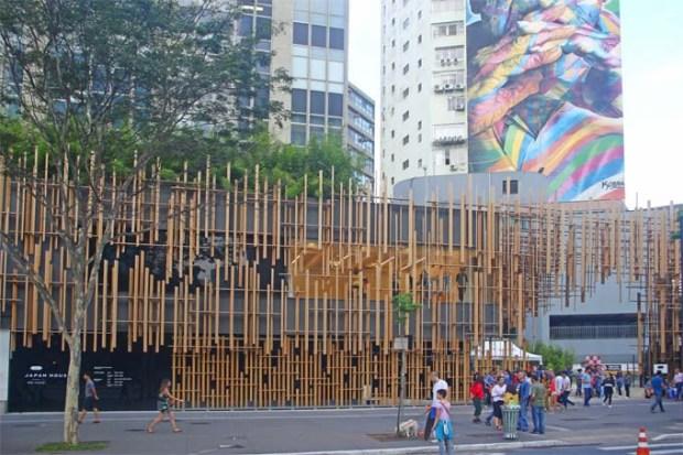 Saindo da Japan House. E voltamos ao movimento da Avenida Paulista.