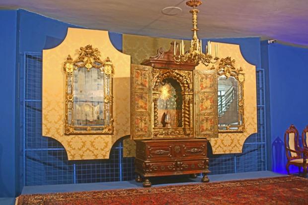 Ouro e móveis finos para os nobres.