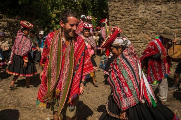 Ao invés de turismo predatório, imersão cultural.