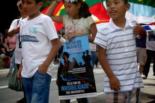 Crianças na Marcha dos Imigrantes.
