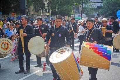Música e alegria, vida nova na Marcha dos Imigrantes.