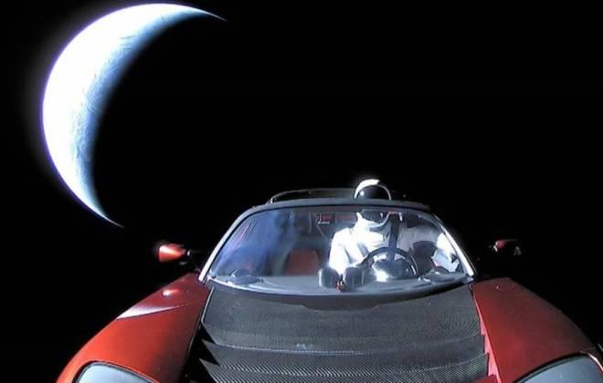 Isso aconteceu mesmo! Mas o astronauta, chamado Major Tom, é só um boneco!