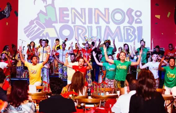 O ritmo de carnaval invade o Tietê Plaza Shopping.