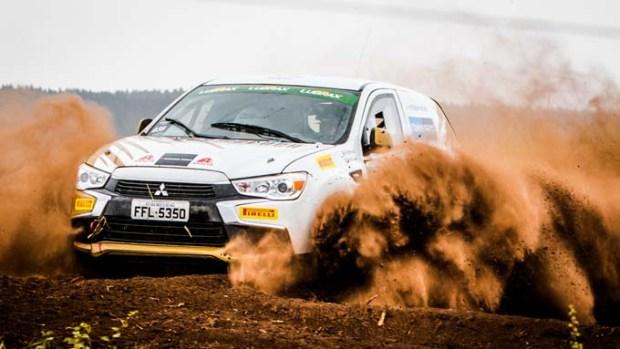 Carros de competição são fabricados pela Mitsubishi Motors.