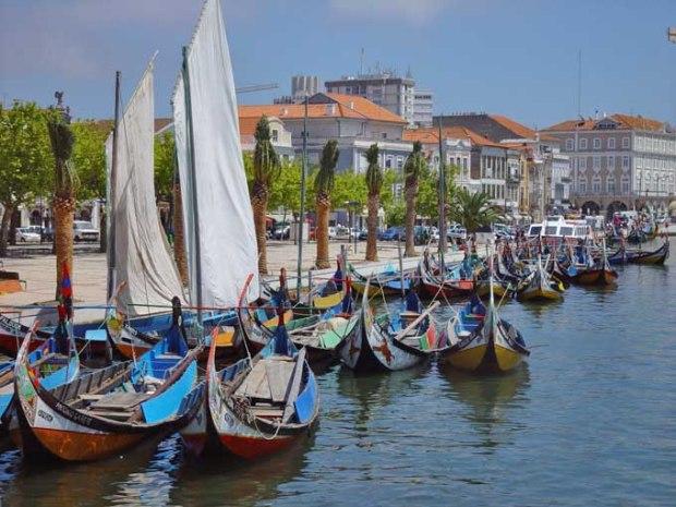 """Os barco de Aveiro, a """"Veneza"""" portuguesa."""
