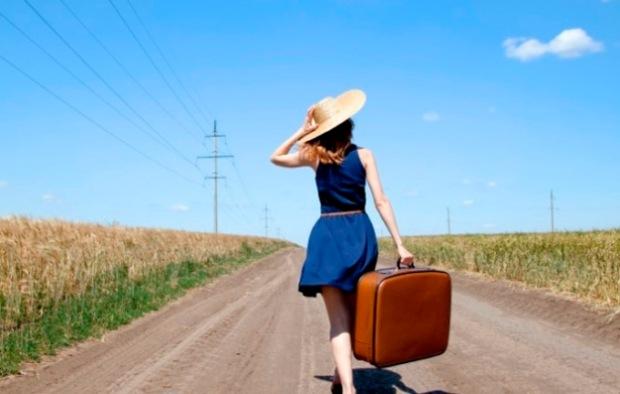 Resultado de imagem para mulher viajando