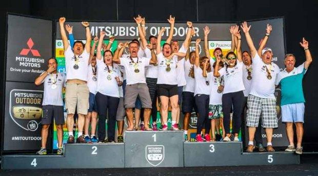 No fim de cada etapa, as melhores equipes são premiadas.