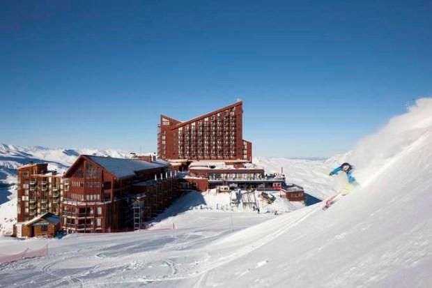 Valle Nevado, a estação de esqui e snowboard preferida dos brasileiros, fica a apenas 60 km de Santiago.