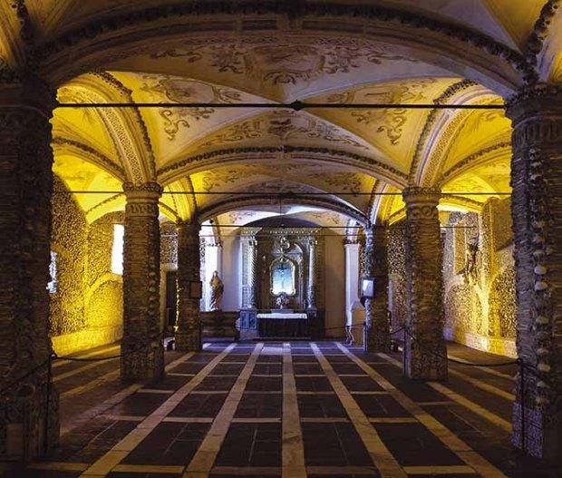 Capela dos Ossos - Évora, Portugal