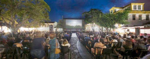 Cine-Praça, em Tiradentes (crédito da foto: Leo Lara / Universo Produção)